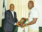 Gov. Godswill Akpabio presenting a plaque to four time world Boxing Champion Evander Holyfield during his visit to Uyo